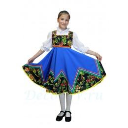 Костюм детский плясовой: голубой сарафан и белая блузка.