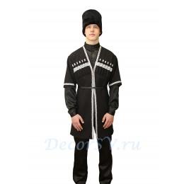 Осетинский национальный мужской костюм: черкеска, рубашка, папаха, брюки и ремень.