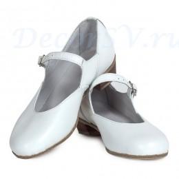 Туфли народные белые.