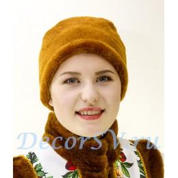 Шапка-платок с коричневой опушкой.