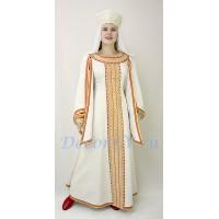 Костюм русский народный: платье, кокошник и платочек.