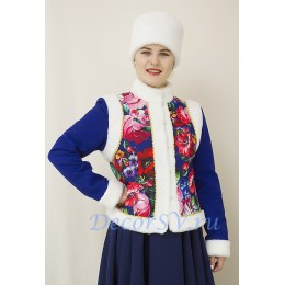 Костюм для зимних гуляний: душегрея с белым мехом и шапка кубанка