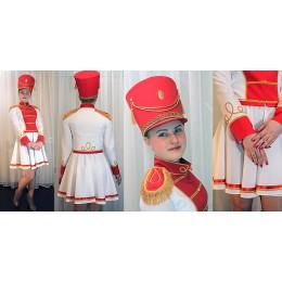 Костюм мажоретки бело-красный: мундир, юбка и кивер.
