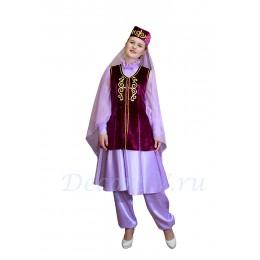 Татарский национальный костюм: платье, жилетка, шаровары и головной убор с вуалью.