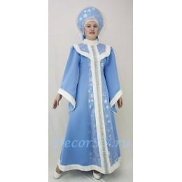 Новогодний костюм Снегурочки со снежинками и мехом: платье и кокошник с сеточкой.