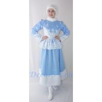 Новогодний костюм Снегурочки: жакет, юбка и меховая повязка.