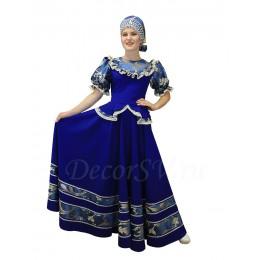 Русский народный костюм: блузка, юбка и кокошник на голову. Цвет костюма синий.