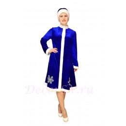 Новогодний костюм Снегурочки из синего стрейч-велюра (бархата) с воротником-стойка и снежинкой. Шубка и шапочка.